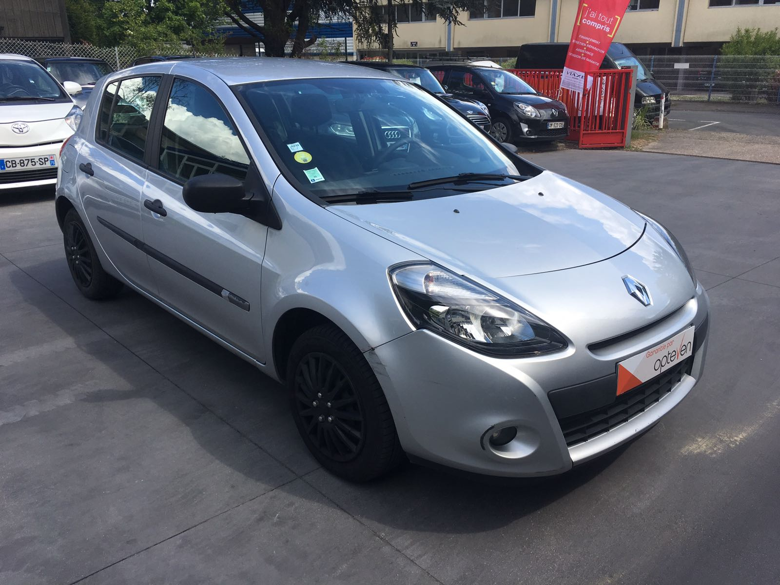 voiture renault clio iii dci 75 eco2 expression clim euro 5 occasion diesel 2011 56402 km. Black Bedroom Furniture Sets. Home Design Ideas